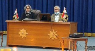 تدريسي من كلية الهندسة جامعة الكوفة يلقي محاضرة في ورشة عمل حول تحديث المدونات والمواصفات الفنية العراقية